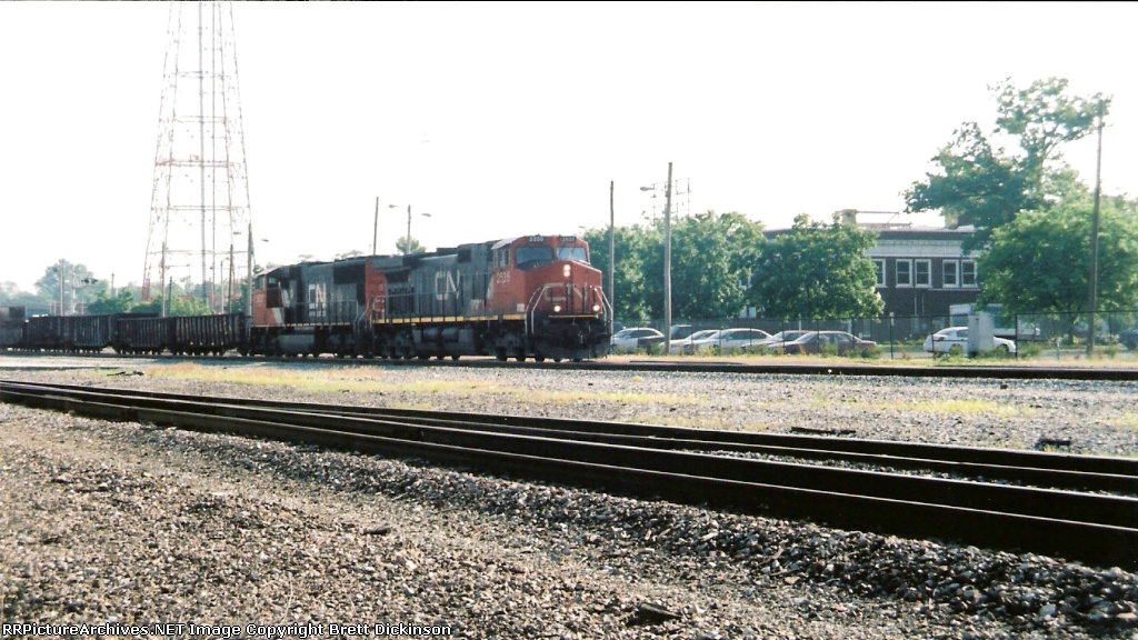 CN 2535 Leads a southbound