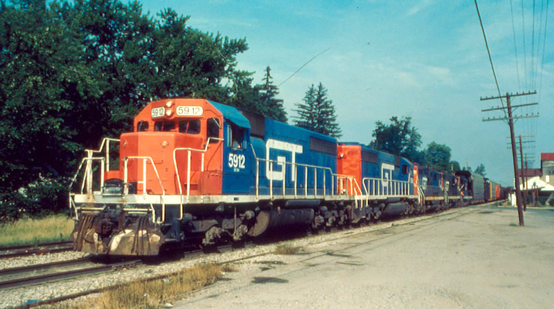 GTW 5912 leads a big string of power