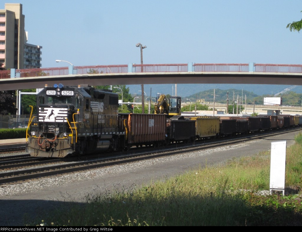 NS 5258 leads a line of 22 tie gondolas of NS, CR, SOU, and PC heritage