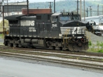 NS GE C40-9W 9546 & EMD GP40-2 3011