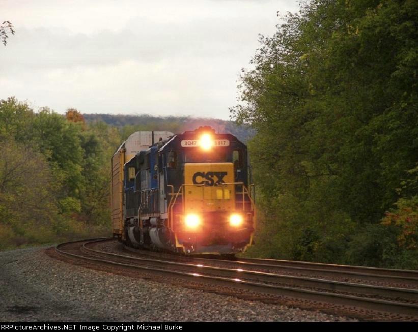 CSX #8847 leads X285 west