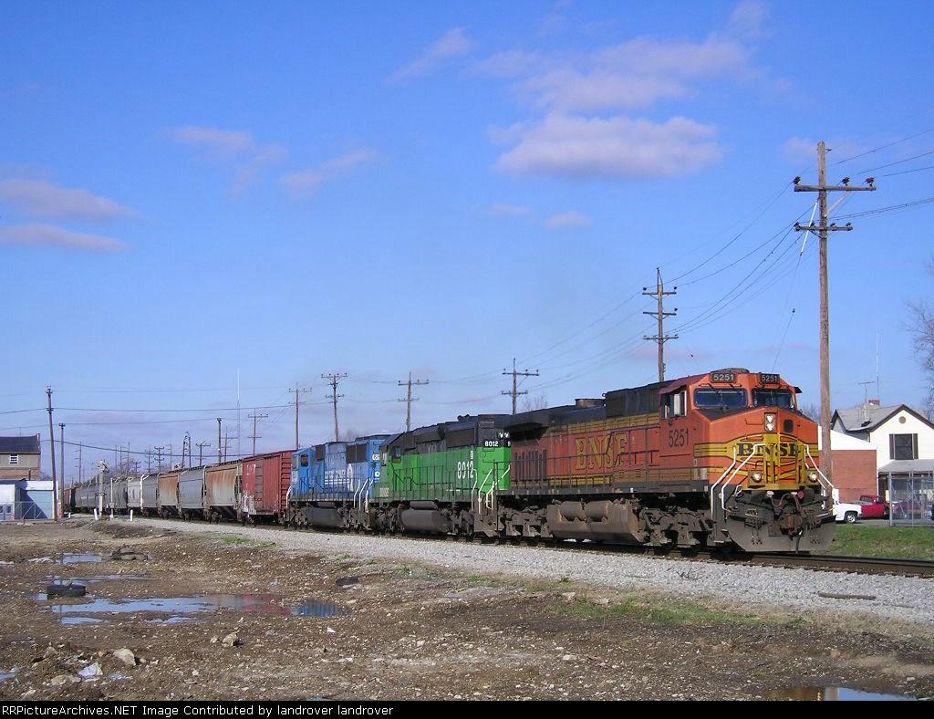 NS 123 Eng BNSF 5251 Eastbound