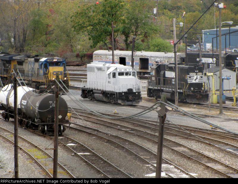 CSX 7560, MWLX 362, NS 5221