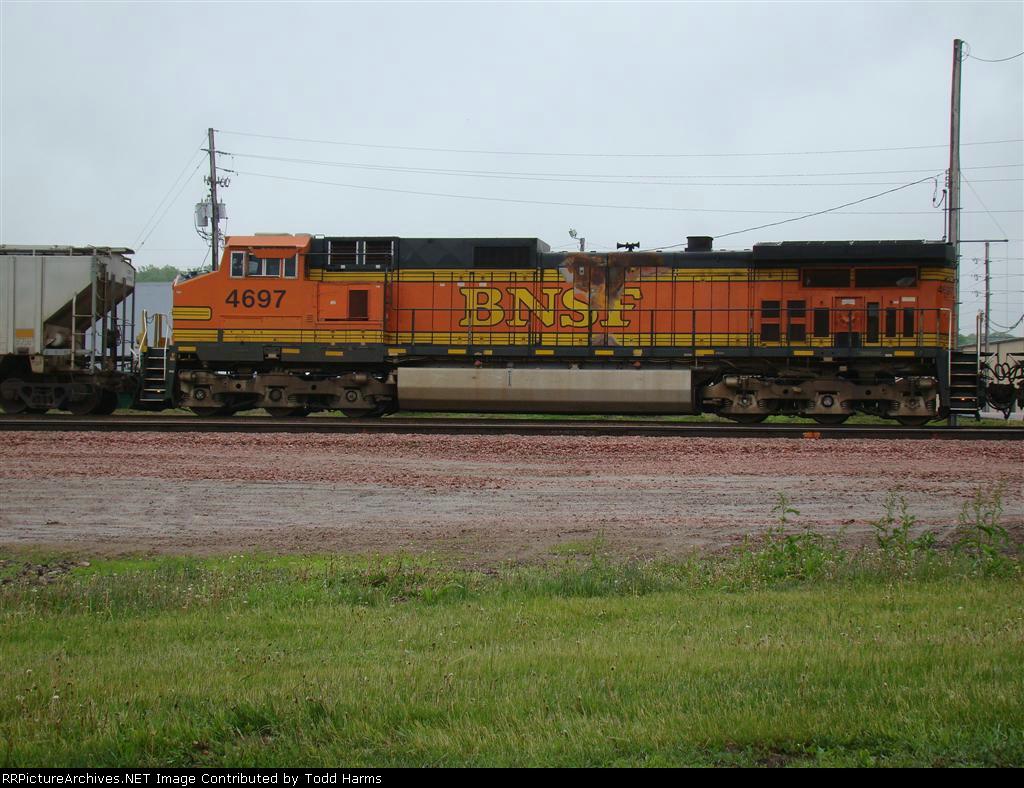 BNSF 4697