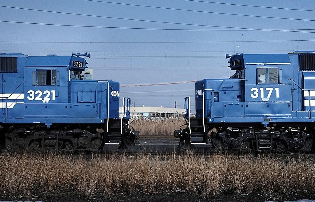 GP40s in fresh paint