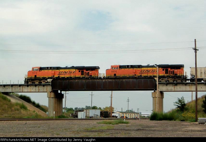 BNSF 5918 and BNSF 5834