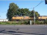 UP 5832 Holding at signal west of BNSF Lake Yard