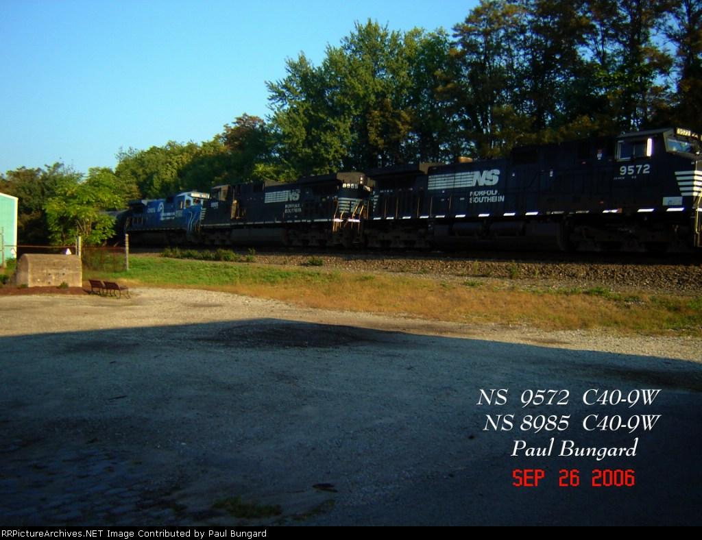 NS 9572  C40-9W   NS 8985  C40-9W   09/26/2006
