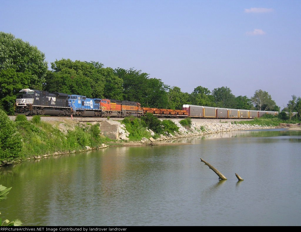 NS 2703 On NS 196-22 Westbound