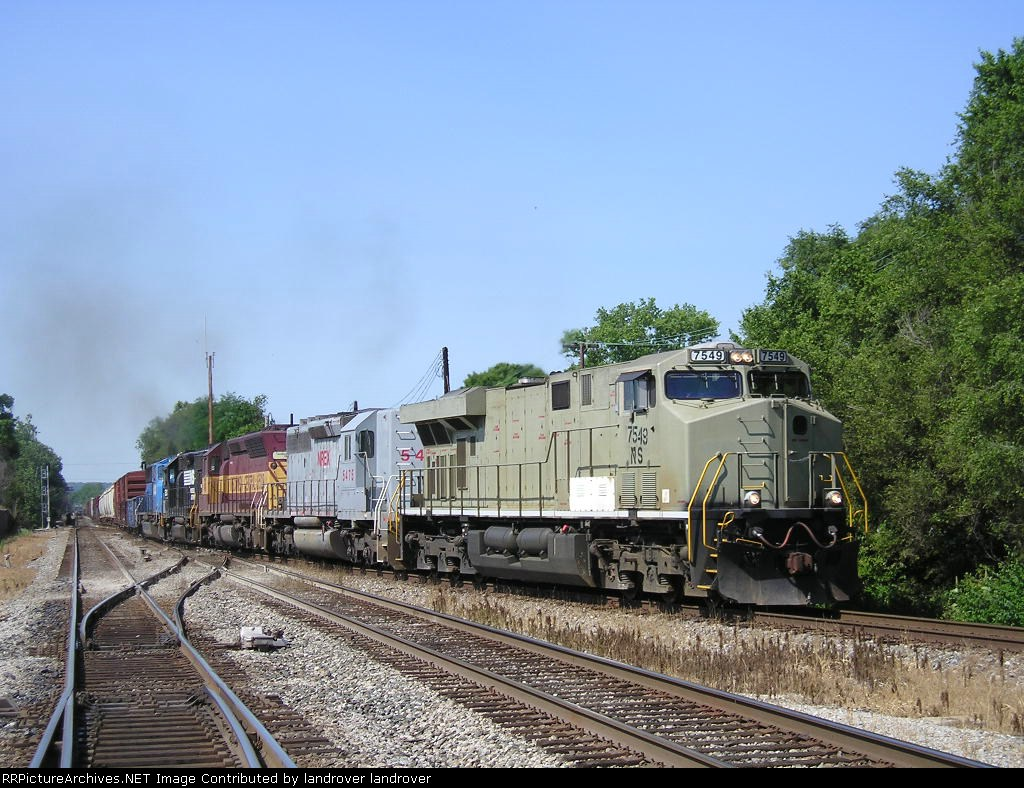 NS 7549 On NS 143 Westbound