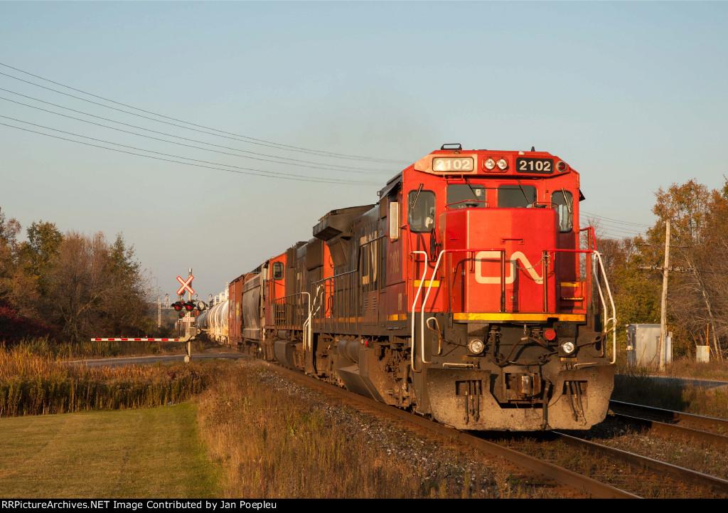 CN 2102