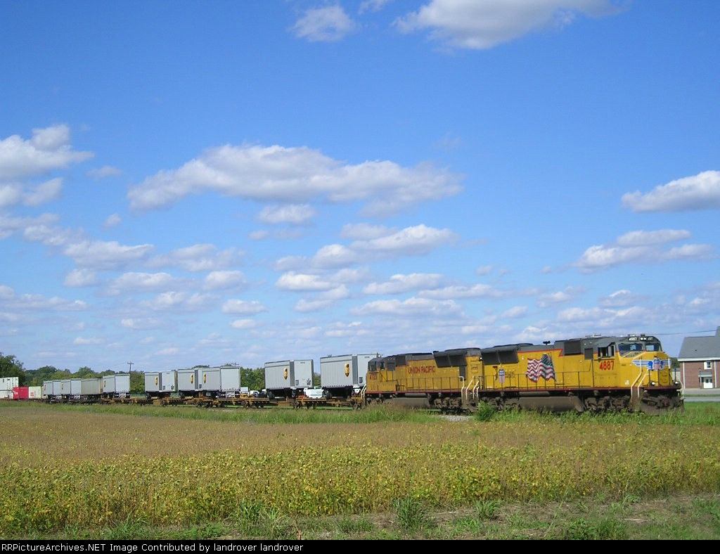 UP 4887 On NS 215 Eastbound Running Late