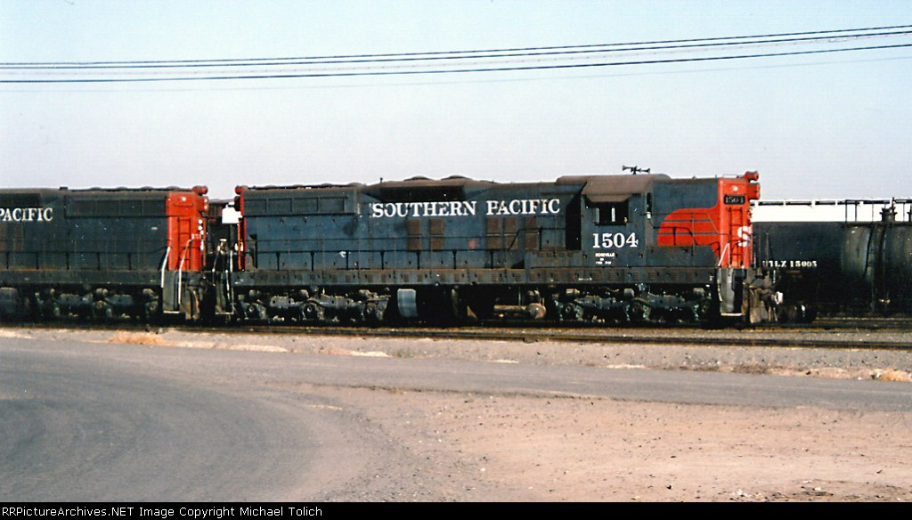 SP 1504 switching the yard.
