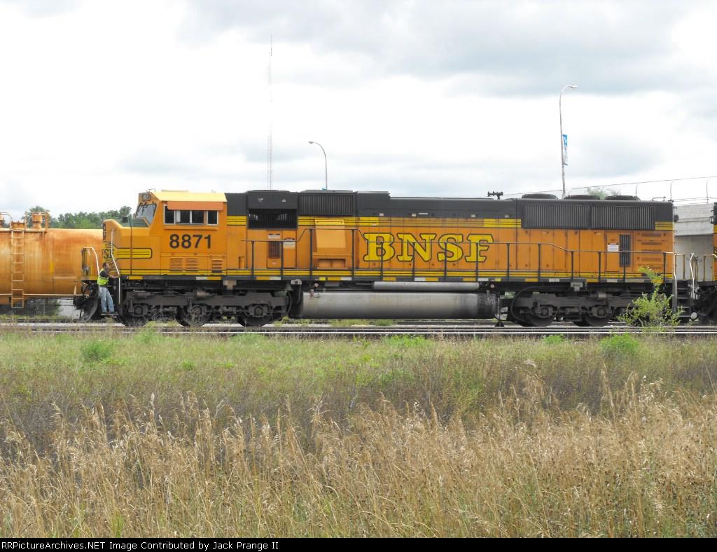 BNSF #8871