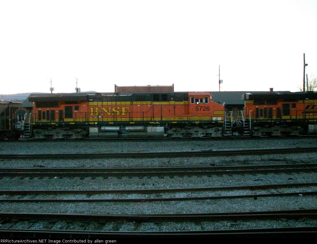 BNSF 5726