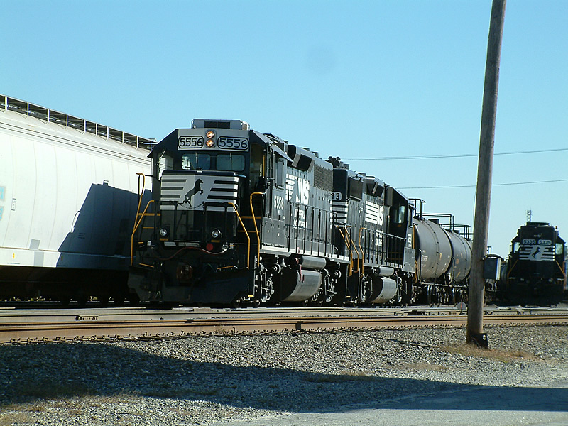 NS 5556 working the yard
