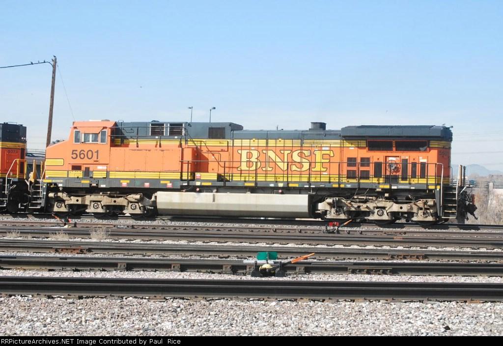 BNSF 5601