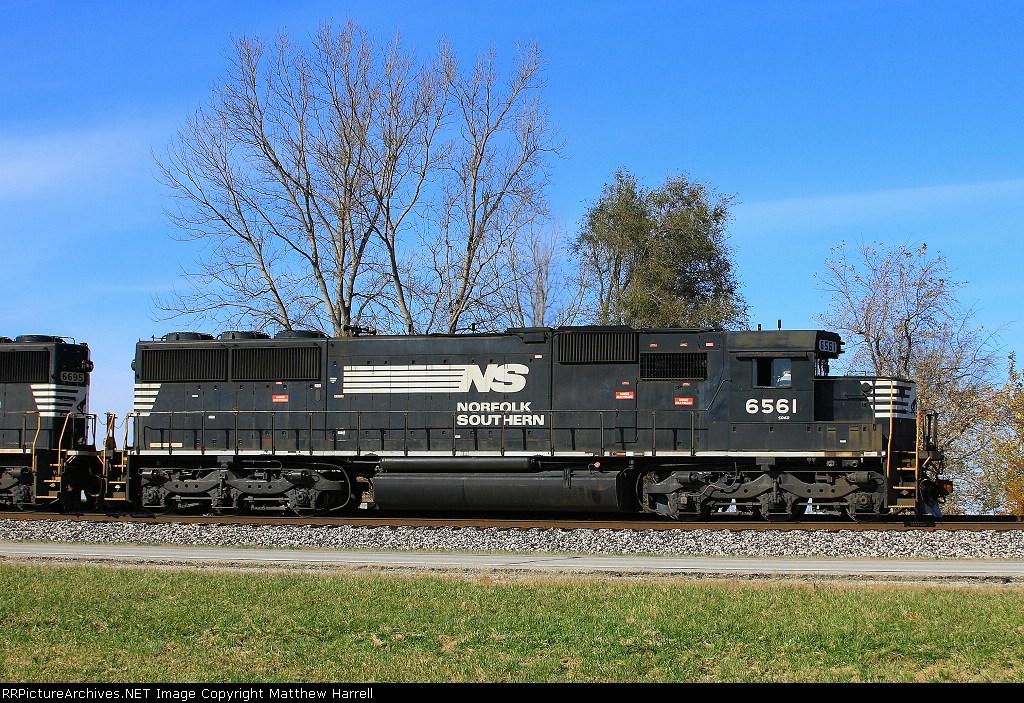 NS 6561 on #398 at Dawson - 13:33
