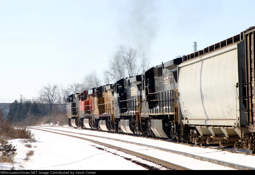 Q201 gets a clear signal at SE Morgantown siding southbound