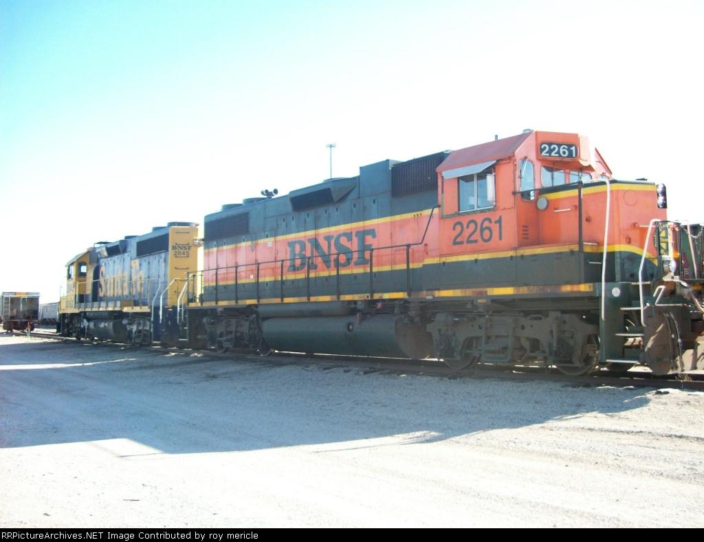 BNSF 2261 & 2845