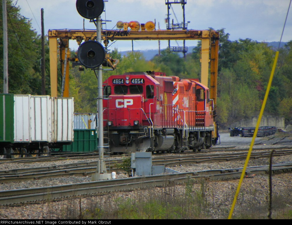 Canadian Pacific 4654 and 8230