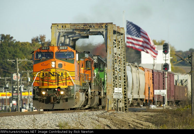 BNSF 807 Leaves the west switch of Elsberry, MO