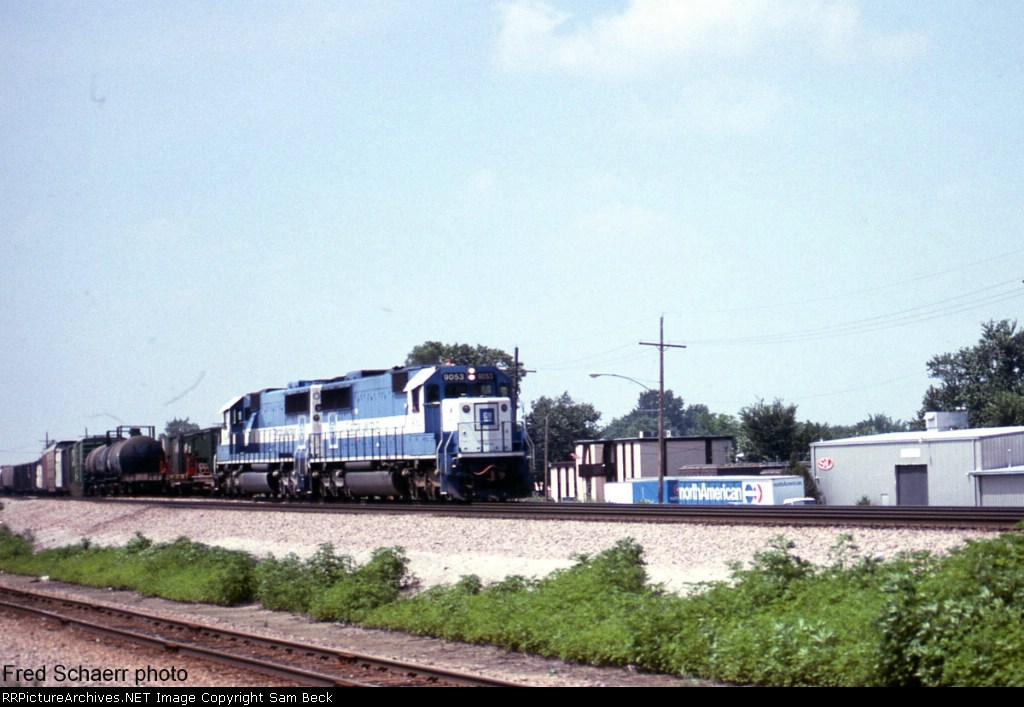 Oakway SD60s Northbound on BN #152