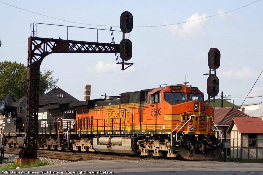 BNSF 5502 C44-9W