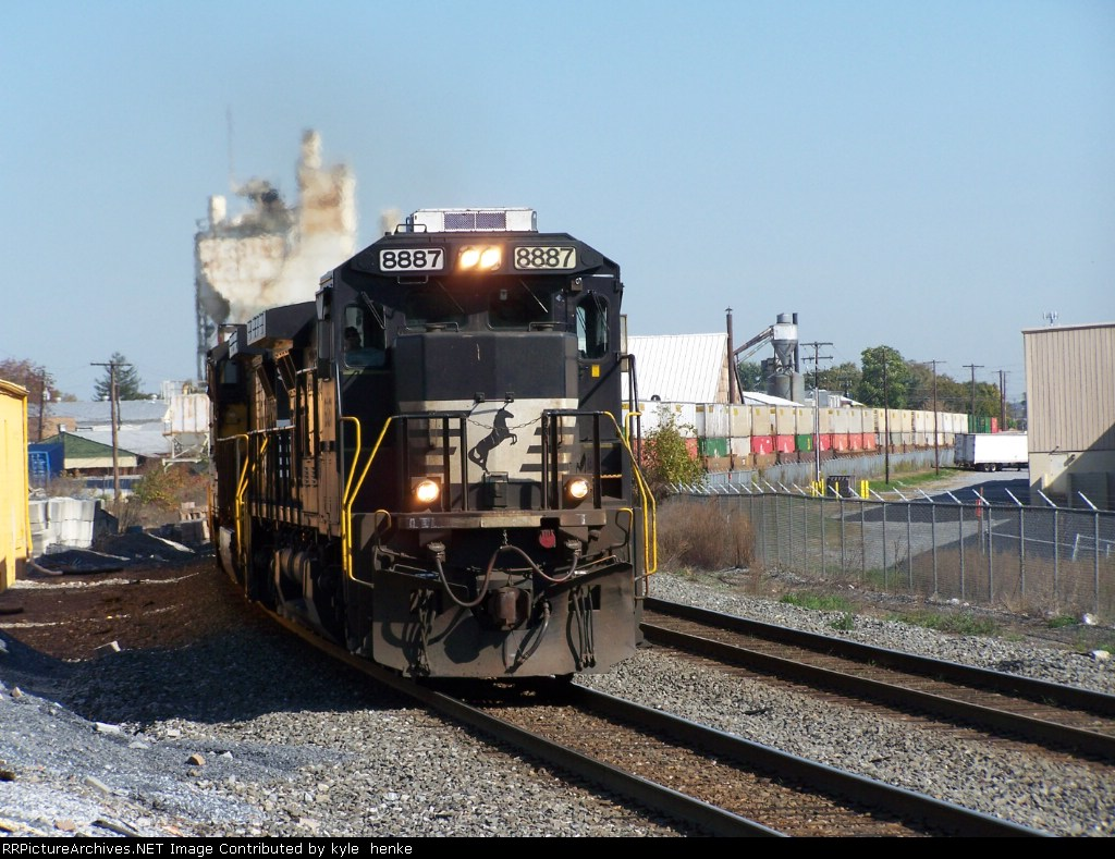 NS 8887 rounds the curve past the old Reading Station.