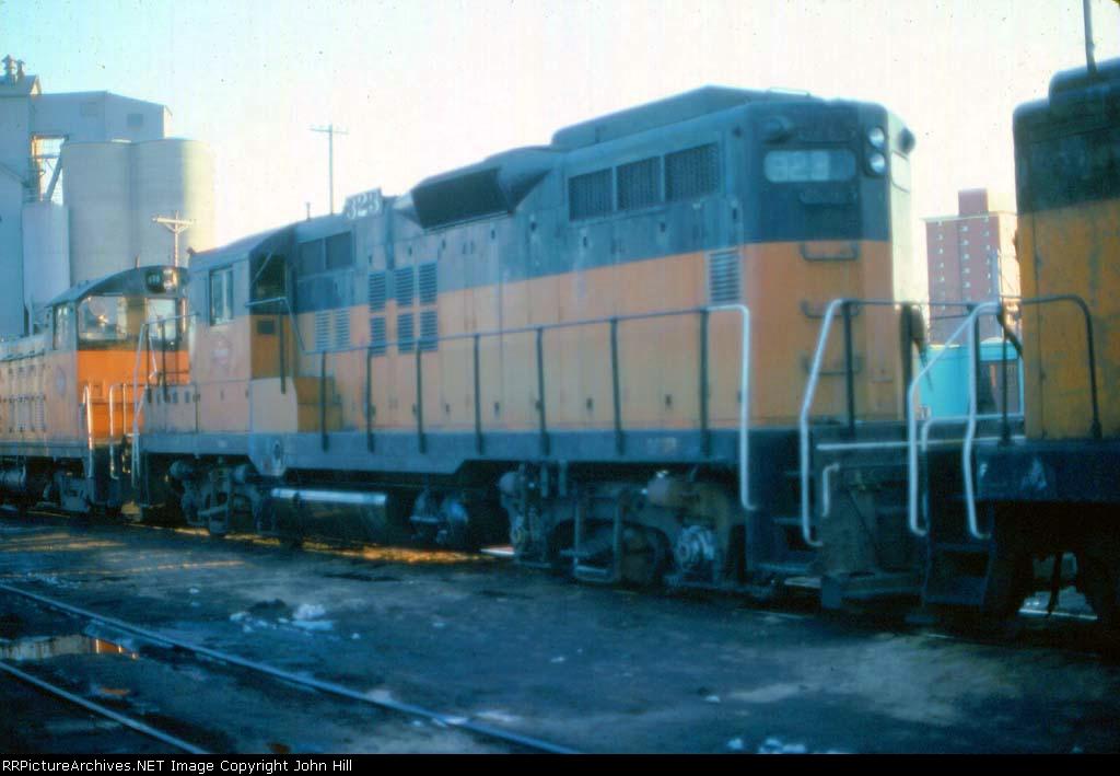 1006-01 MILW 323 at Southtown Yard loco shop