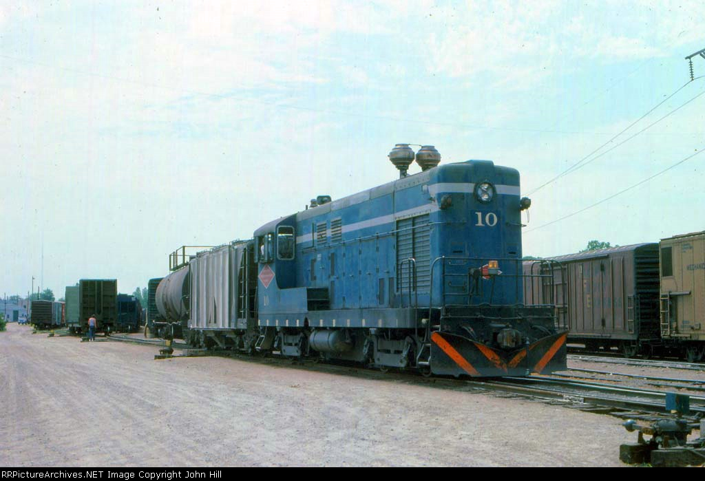 1013-31 MN&S 10 switching the yard