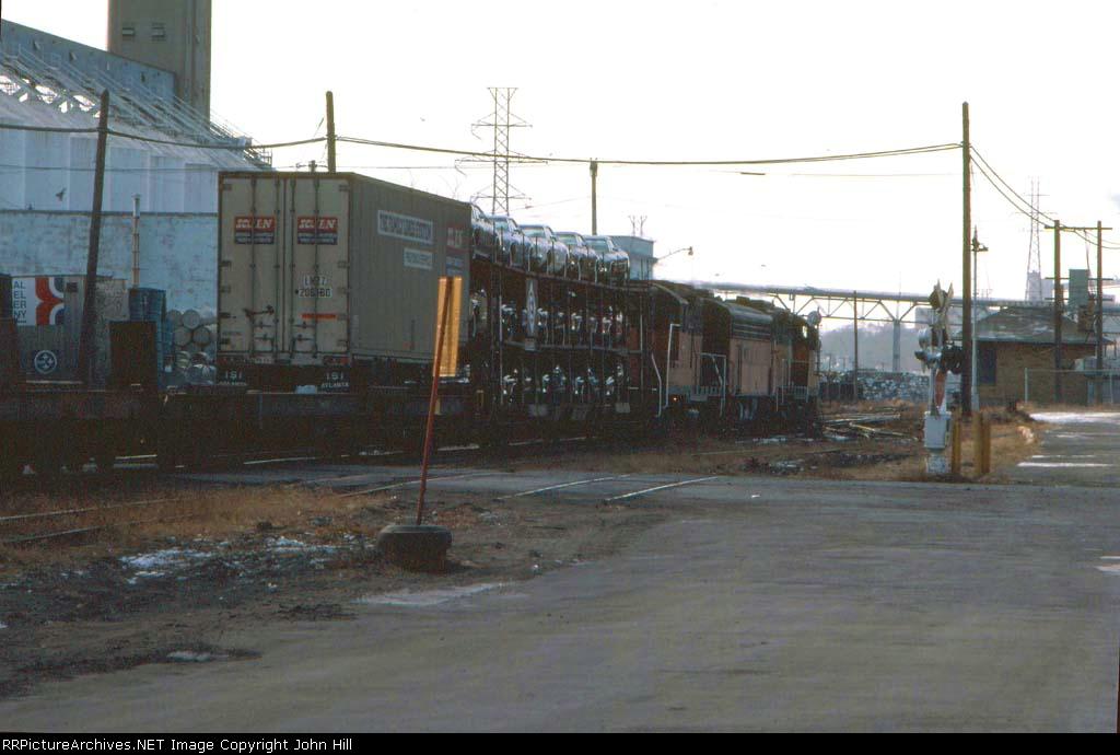 1031-29 Westbound MILW freight at Chestnut Street