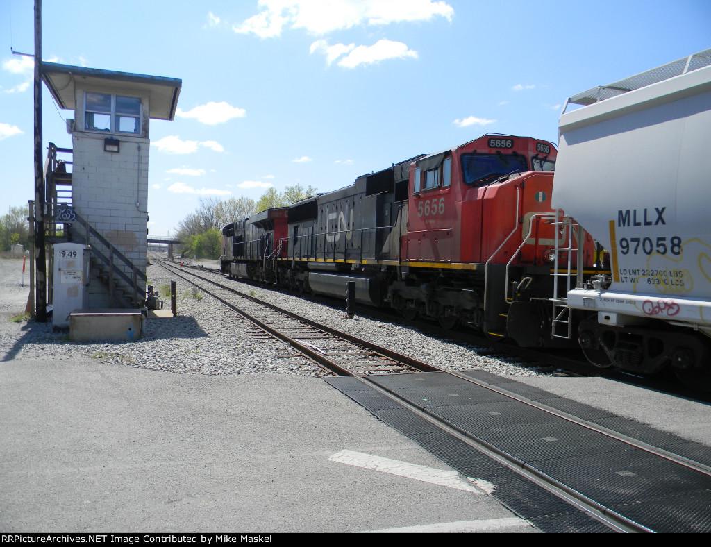 CN 2327