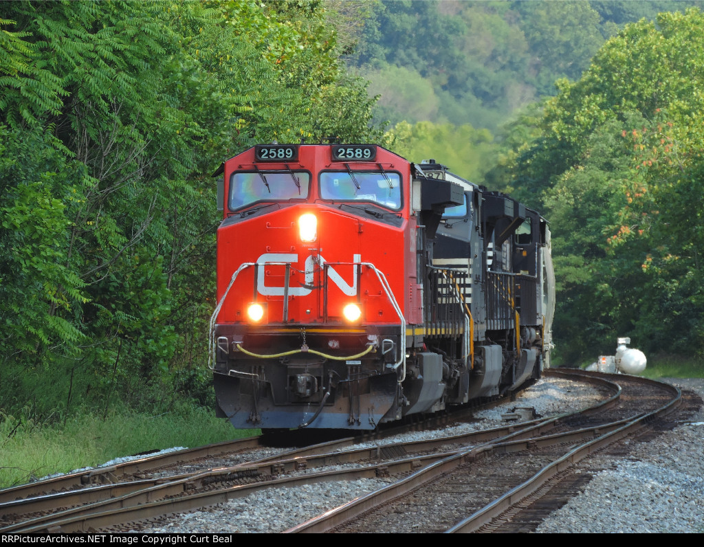 CN 2589 on empty sand train (1)