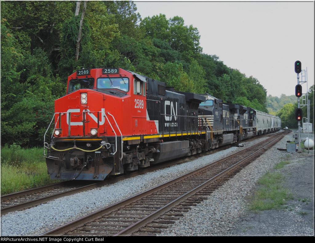 CN 2589 on empty sand train (2)