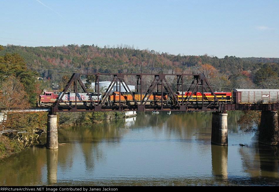 BNSF 649 North crossing Mulberry Fork Bridge