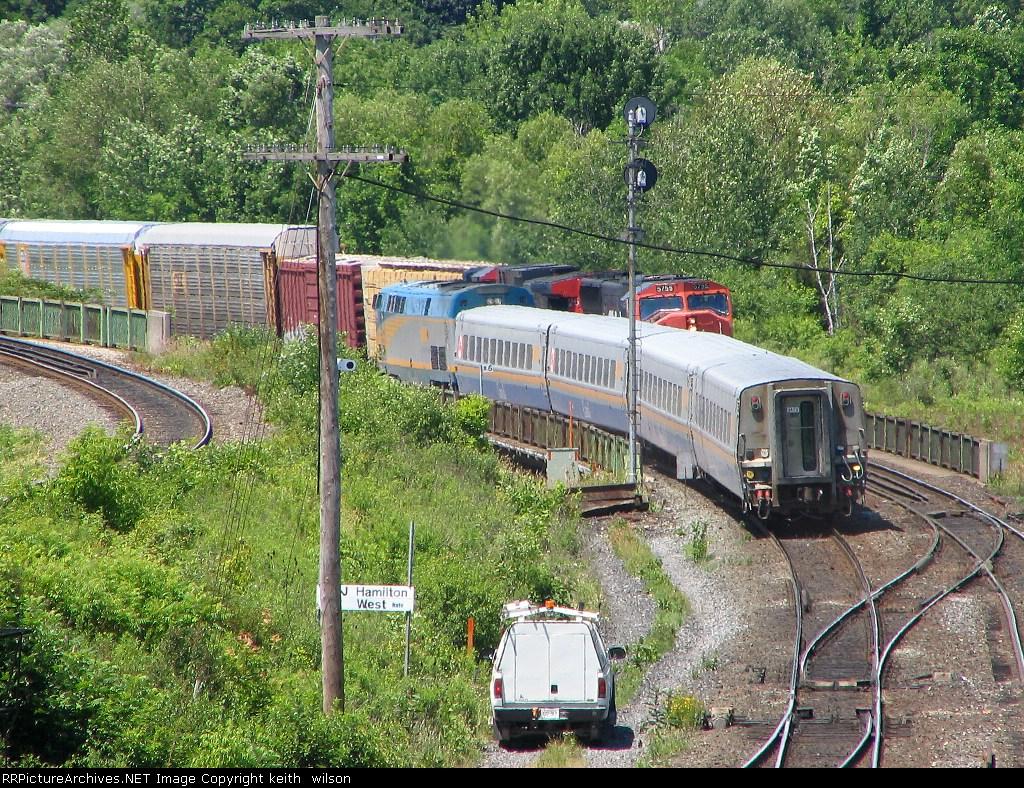 CN 5755 & VIA passing  at mile 0.6 of the Dundas Sub