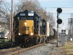 CSX 2567 leads D700-13 past the east end of the siding