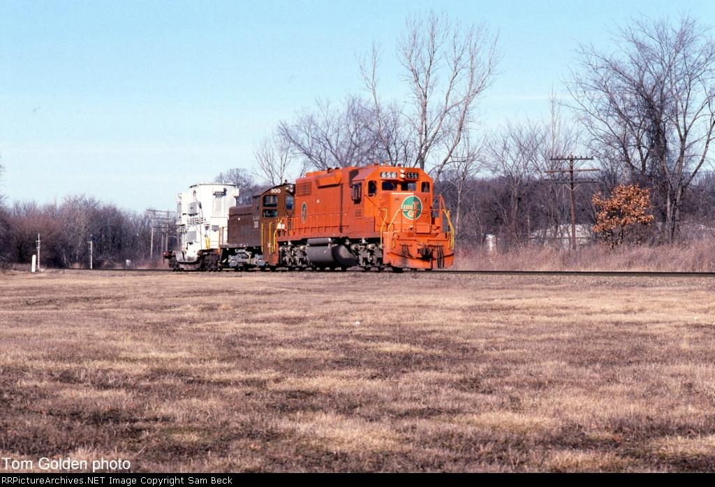 EJ&E 656 and 300