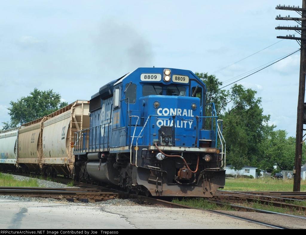 CSX 8809, takes a grain train south towards Carey, close call!