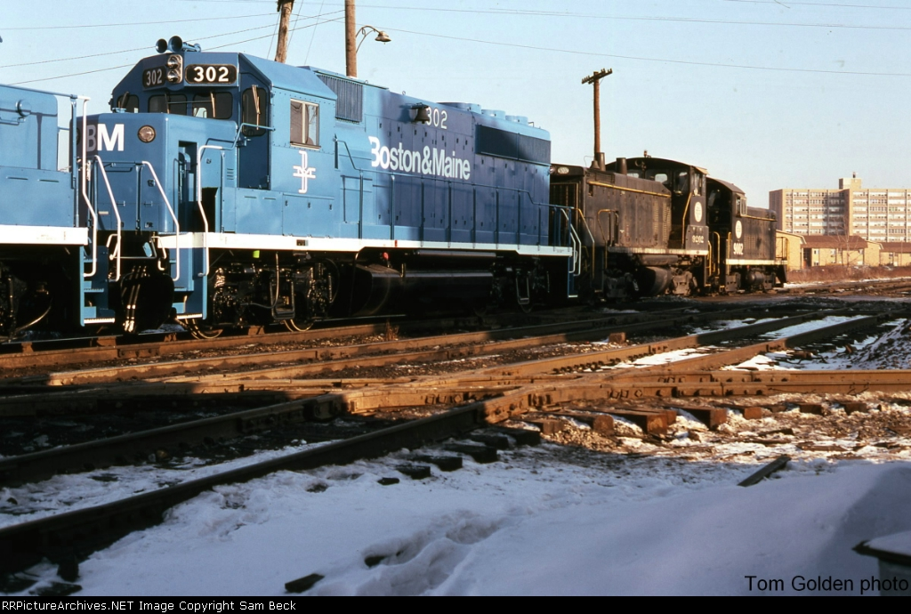IHB 9002 and 9202 with a string of Boston and Maine Geeps