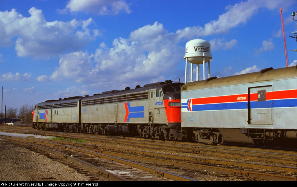Amtrak E8As #201 & #207