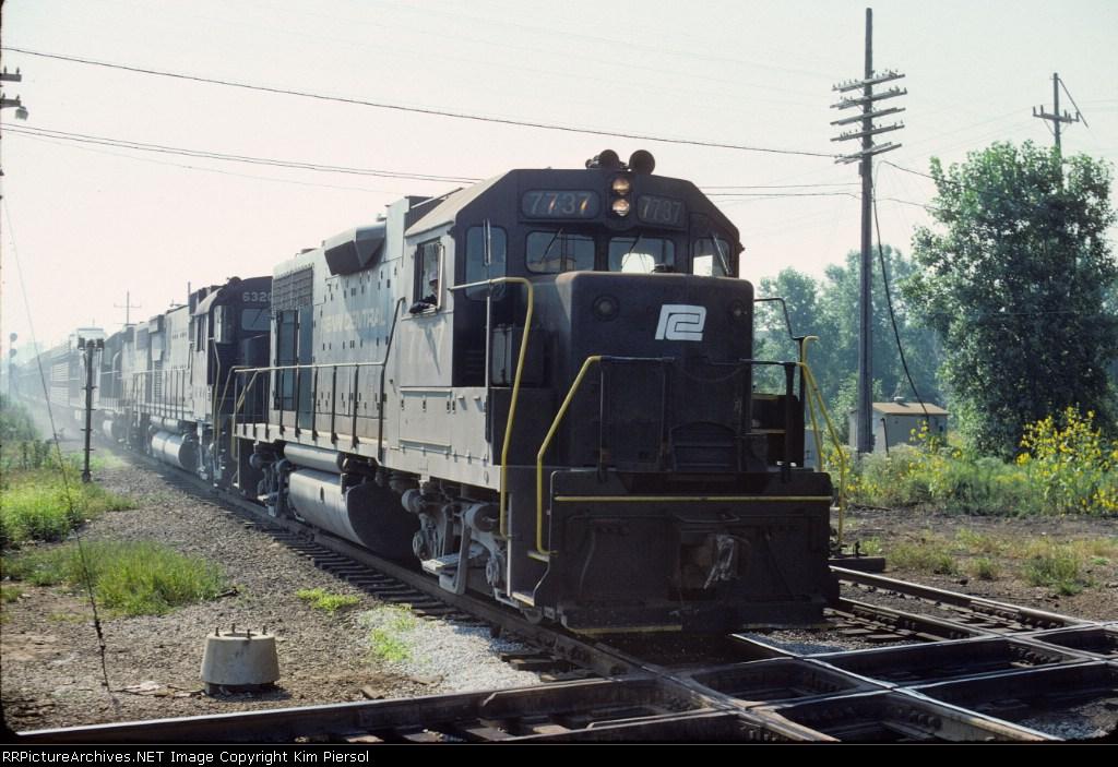 Penn Central GP38 #7737