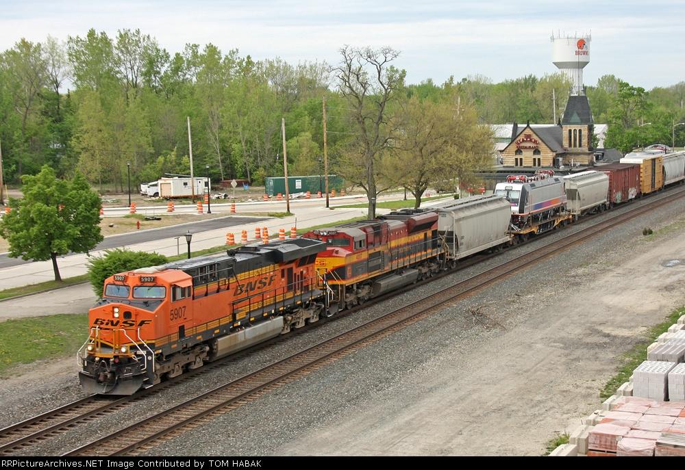 BNSF 5907 on CSX Q380-30