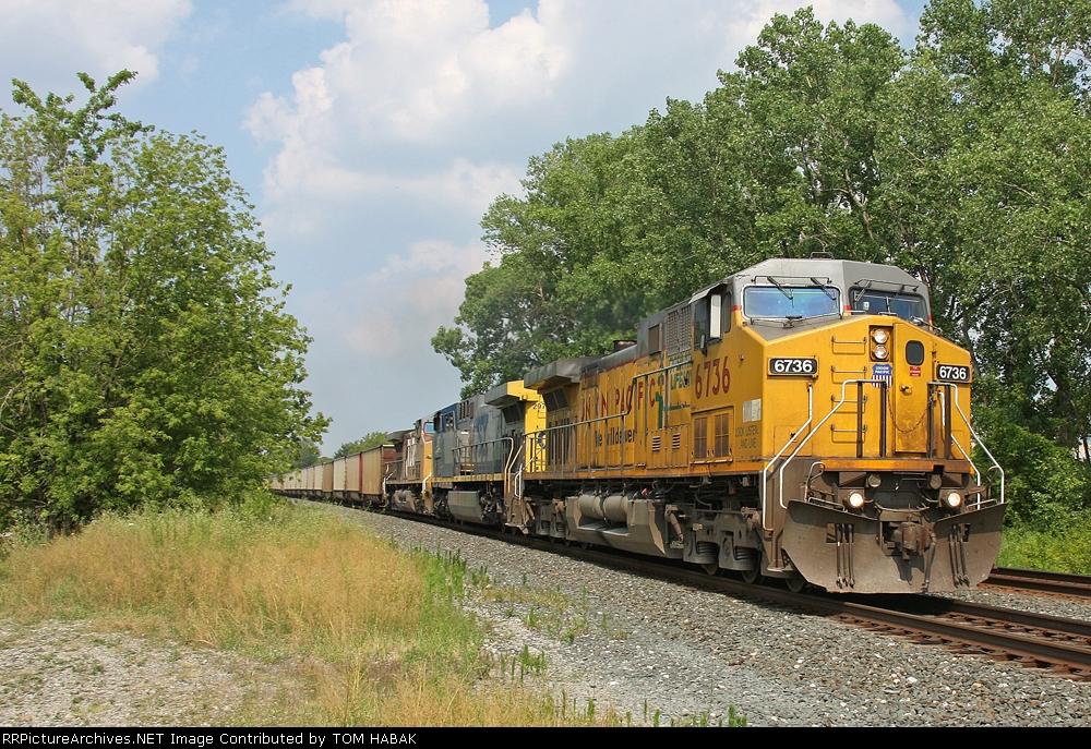 UP 6736 on CSX E960-08