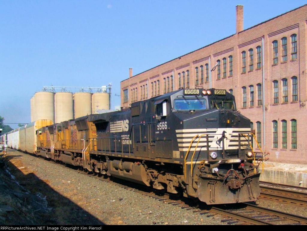 NS 9566 Train 212