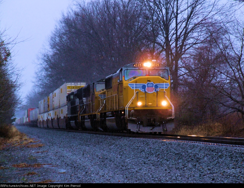 UP 4325 NS Train 212 - All EMD
