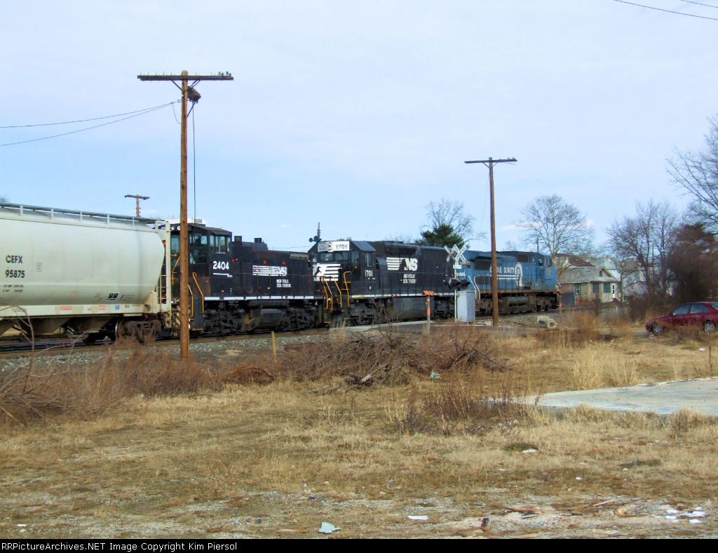 NS 2404 on Conrail CA11