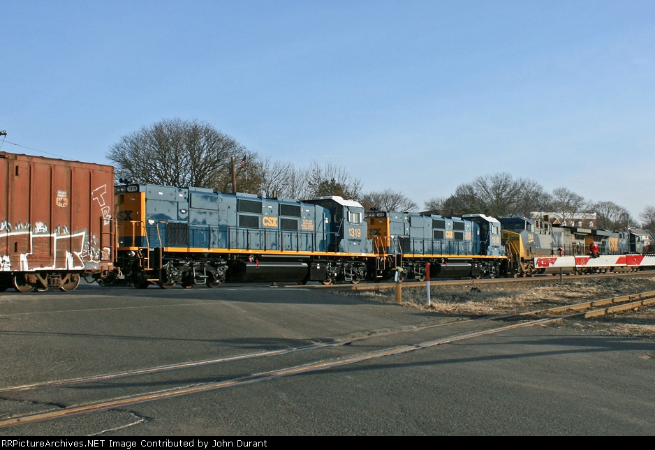 CSX 1318  and 1319 on Q-409