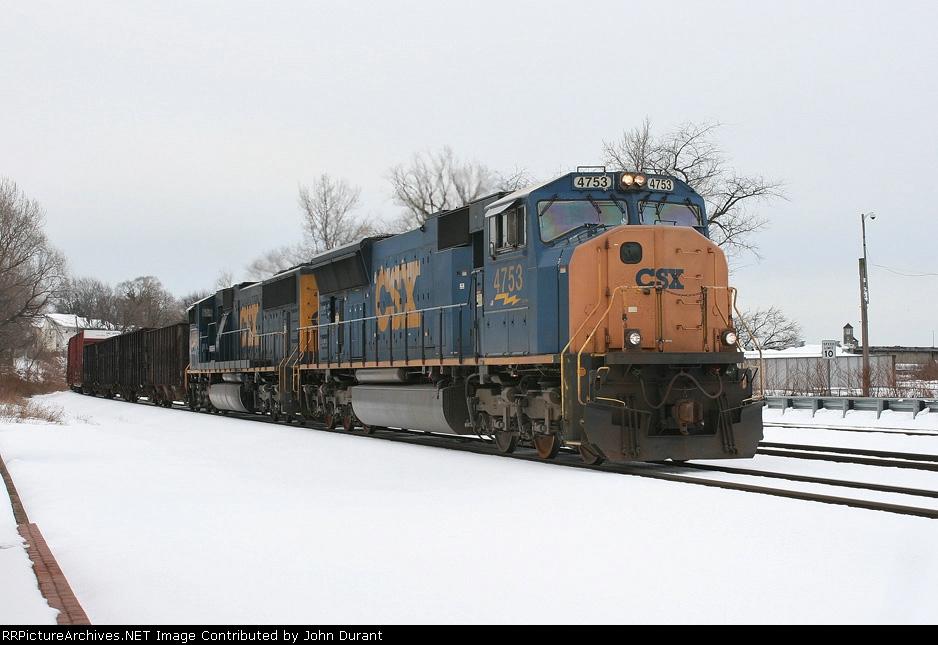 CSX 4753 on Q-410